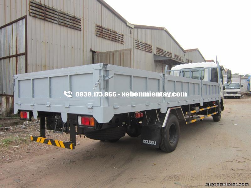 Isuzu FRR90N 6.2 tấn thùng lửng