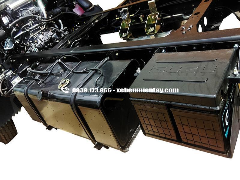 VM QHR650 3tấn5 thùng kín