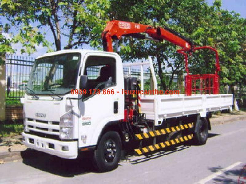 xe tải isuzu NQR75M gắn cẩu unic 5 tấn 5