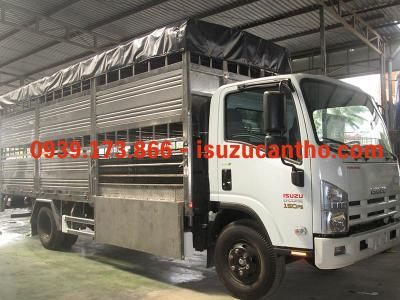 xe tải isuzu NQR75M 9 tấn thùng mui bạc chở heo